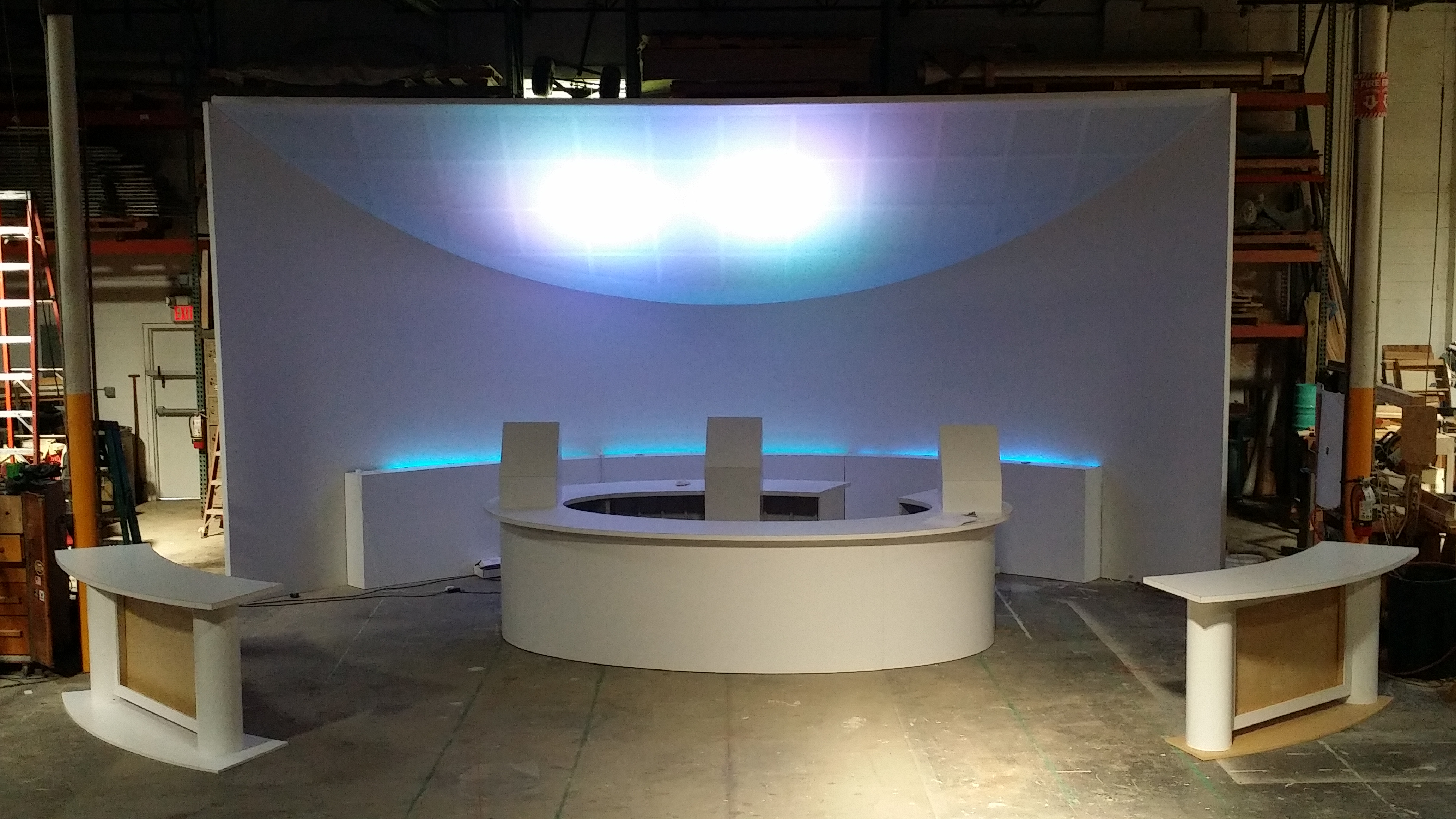 High End Custom 14' x 32' x 32' Curved Booth / Corporate